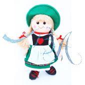 Plüschfigur, Mädchen mit bayrischer Kleidung und Rucksack